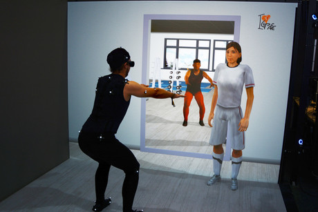 Using the example of the virtual gym ICSpace, the Cluster of Excellence CITEC is showing how digitalization can be used to help make life easier in the future. Photo: CITEC/Bielefeld University
