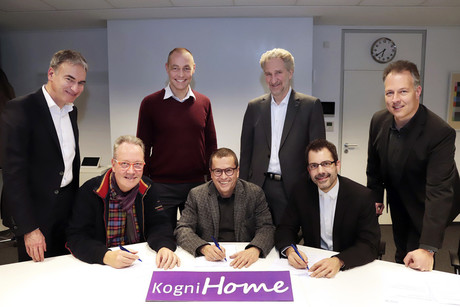At Bethel, the seven founding members signed the charter establishing the KogniHome Association: (from left, front) Ralf Müterthies (Hettich, 3rd Association Board Director), Prof. Dr. Ingmar Steinhart (from the v. Bodelschwingh Bethel Foundation, 1st Association Board Director), and Dr. Thorsten Jungeblut (Bielefeld University, 2nd Association Board Director), as well as (from left, back) Torsten Born (Steinel), Dr. Barthold Haase (Stiftung Eben-Ezer), Andreas Enslin (Miele) and Dr. Michael Schilling.